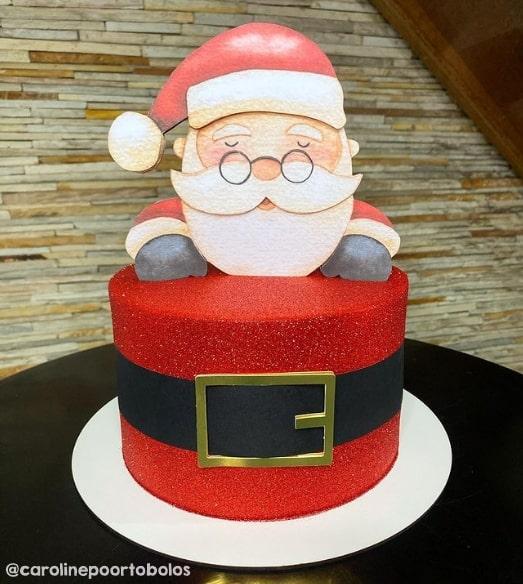bolo vermelho com topo de Papai Noel