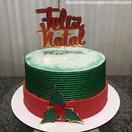 topper de feliz natal decorando bolo verde e vermelho