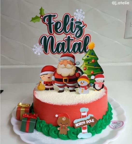 bolo decorado com toppers de papel de natal