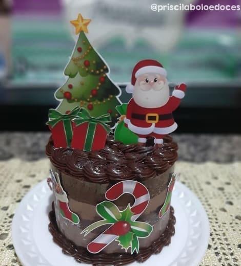 bolo de chocolate com topper de Papai Noel