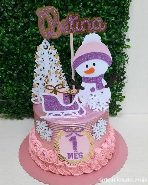 bolo rosa com topo natalino de boneco de neve